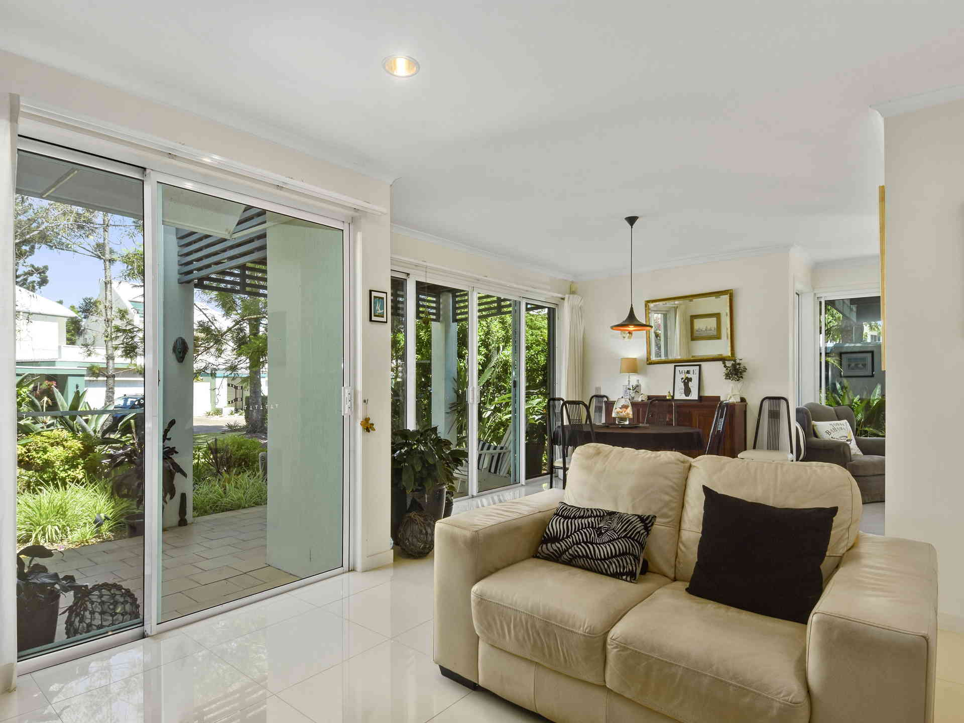 Real Estate   Gold Coast   Chevron Realty   004a