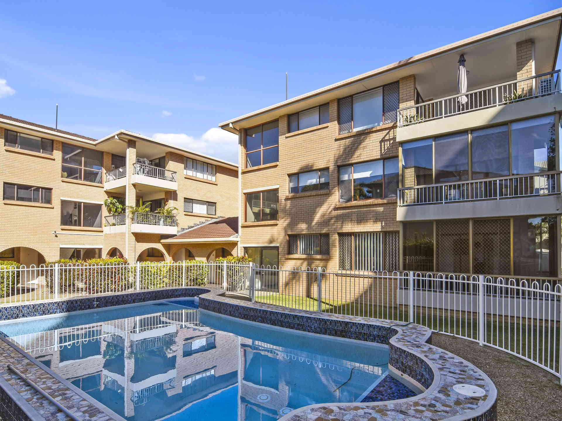 Real Estate | Gold Coast | Chevron Realty | 005 Open2view Id512753 2 548 Marine Parade Biggera Waters