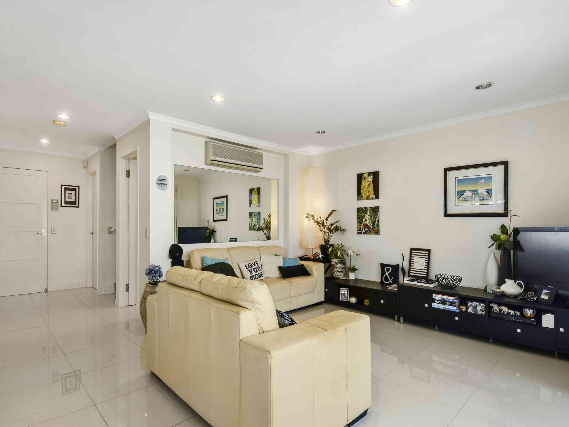 Real Estate   Gold Coast   Chevron Realty   005a